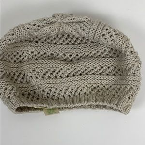 Staring at Stars knitted beige beanie poof